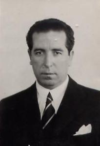 Julián Carlavilla del Barrio, en 1940, en su ficha policial como agente de primera clase